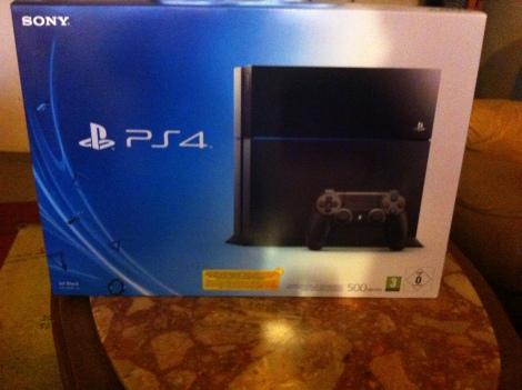 boité contenenant la PS4 !